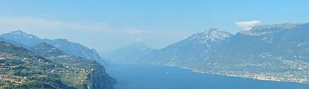 Gardasee Blick von oben, italienische Seite